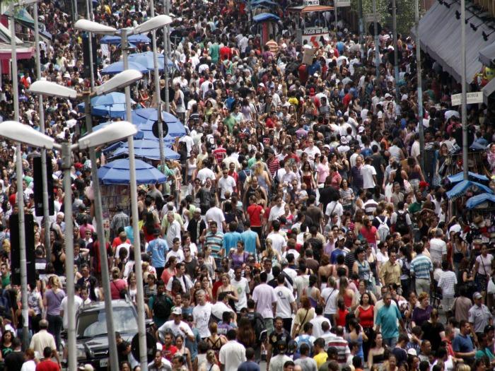Compras de Natal já intensificam o movimento na 25 de Março (Foto: Divulgação)
