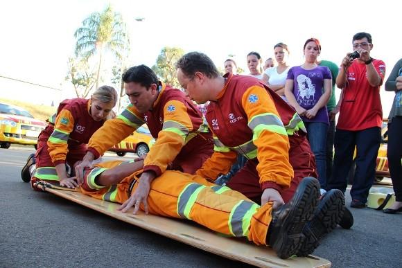 Os profissionais aprendem sobre primeiros socorros. (Foto Ilustrativa)