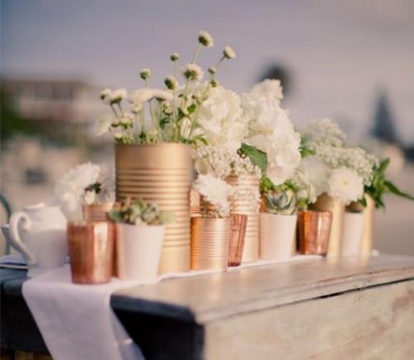 Arranjos florais com latas. (Foto: Reprodução/ hollywoodbrides)