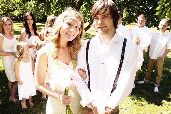 Os noivos podem se vestir de maneira mais informal. (Foto Ilustrativa)