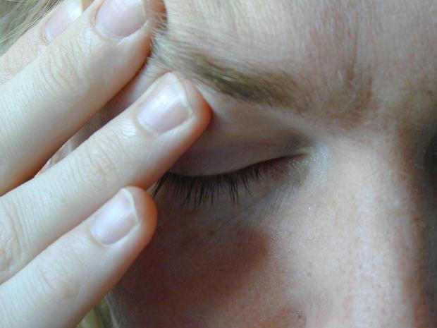 Dor de cabeça, por exemplo, é um sintoma comum (Foto: Divulgação)