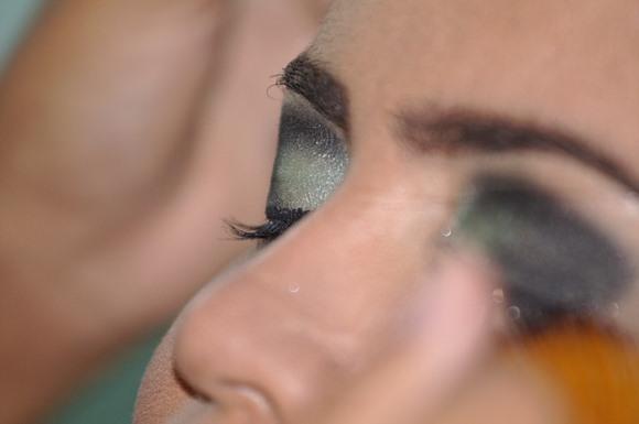 O olho esfumaçado é um make que faz muito sucesso. (Foto Ilustrativa)