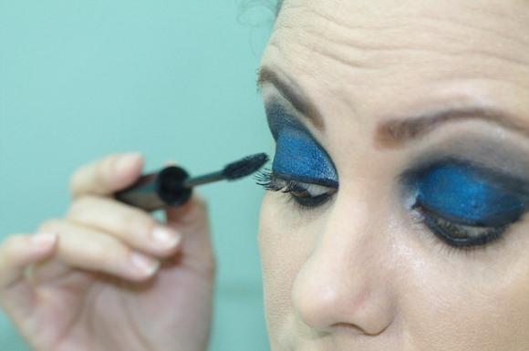 Maquiagem com delineador esfumaçado