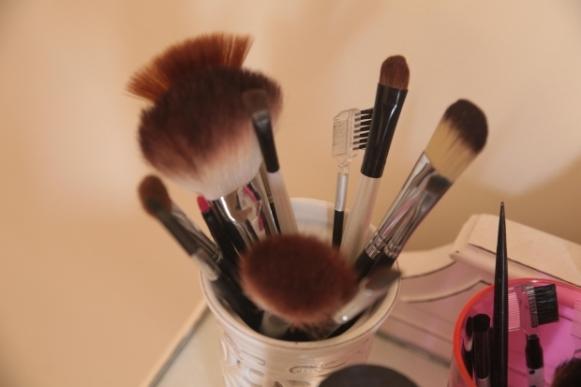 Não use maquiagem pesada. (Foto Ilustrativa)