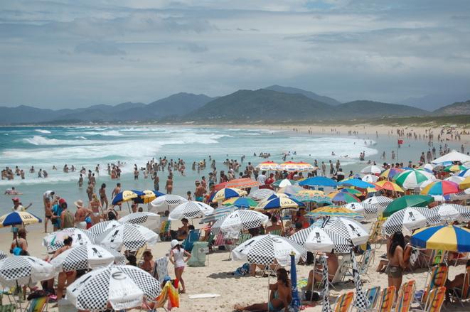 Praias ficam lotadas no verão (Foto: Divulgação)