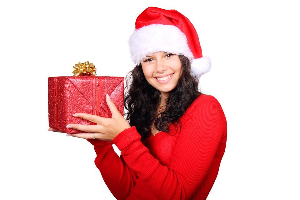 Funcionário recebendo presente