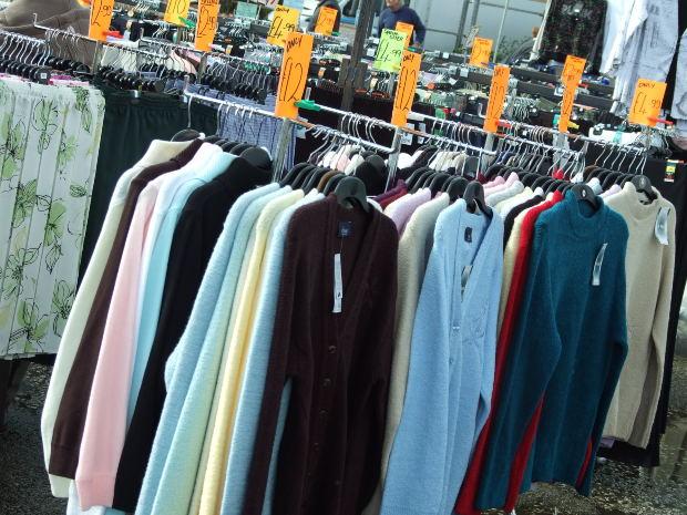 Homens também podem encontrar diversas variedades de roupas (Foto: Divulgação)