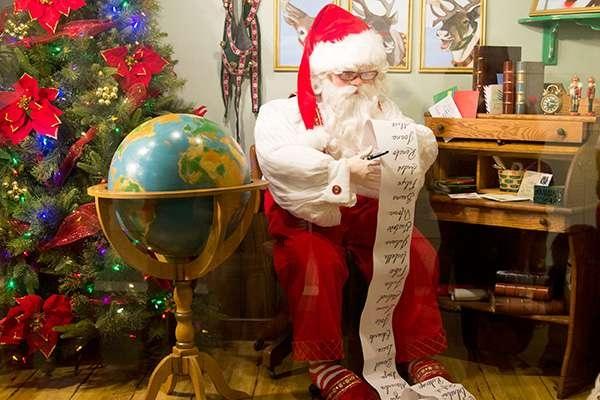 O papai Noel é a alegria do Natal (Foto: Divulgação Shopping Praia de Belas)