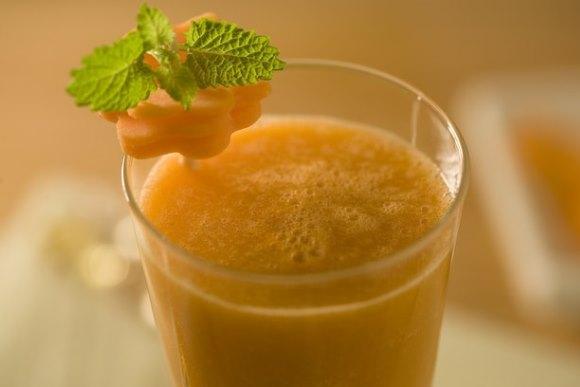 Experimente combinar abacaxi e cenoura. (Foto Ilustrativa)
