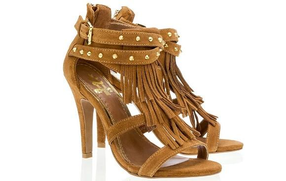 Mais um modelo de sandália com franjas. (Foto Ilustrativa)