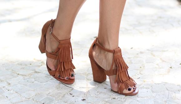 Sandálias com franjas. (Foto Ilustrativa)