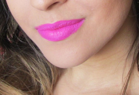 Batom pink chama atenção para os lábios. (Foto Ilustrativa)