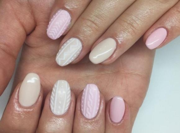O efeito da nail art simula os pontos de tricô. (Foto Ilustrativa)