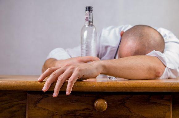 O álcool também não é nada amigo da pele, quando consumido exageradamente (Foto Ilustrativa)