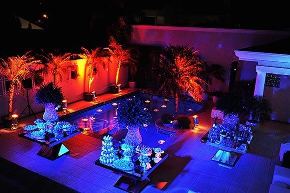 casamento jardim a noite : casamento jardim a noite:Casamento na beira da piscina: dicas para decorar. (Foto Ilustrativa)