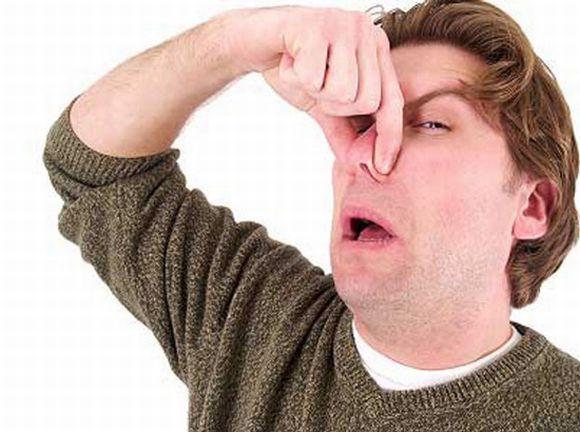 O cheiro ruim da lixeira pode se espalhar por toda a casa (Foto Ilustrativa)