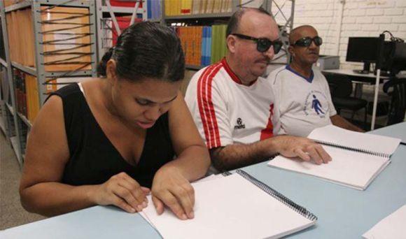 Também há oportunidades para revisor e transcritor de Braille (Foto Ilustrativa)