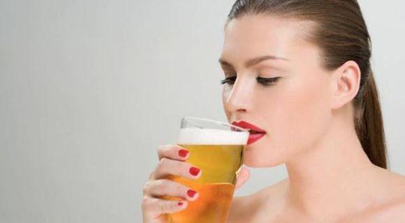 Vários estudos apontam que a cerveja não contribui para o acúmulo de gordura abdominal, quando consumida moderadamente (Foto Ilustrativa)