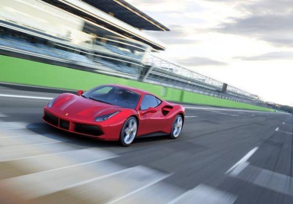 A Ferrari 488 GTB chega a 330 km/h de velocidade máxima (Foto: Reprodução Ferrari)