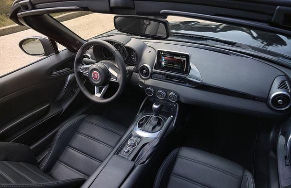 A nova versão do clássico conversível ganhou itens bastante modernos (Foto: Reprodução Fiat)