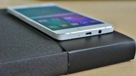 O novo smartphone top de linha da Samsung deverá ter corpo de vidro (Foto Ilustrativa)