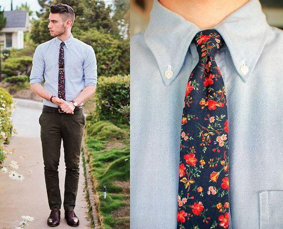 A gravata estampada em floral combina bem com camisas lisas (Foto Ilustrativa)