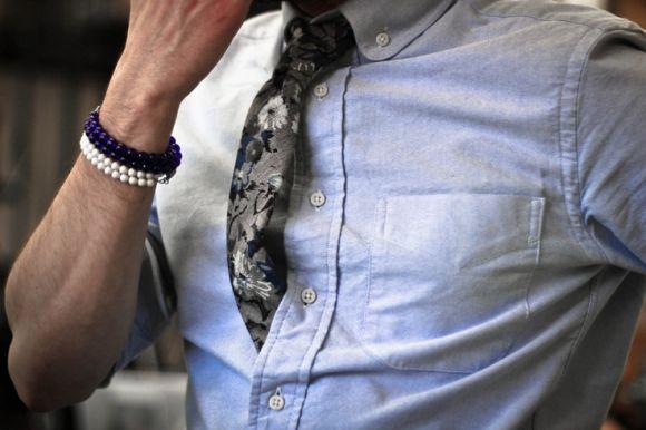 Para não errar, basta combinar camisa lisa com gravata estampada (Foto Ilustrativa)
