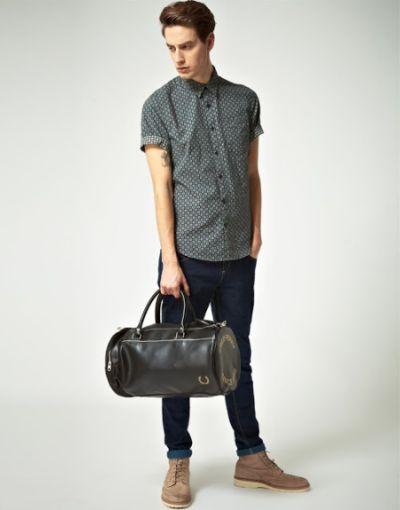 Bolsa de mão estilo barril (Foto Ilustrativa)