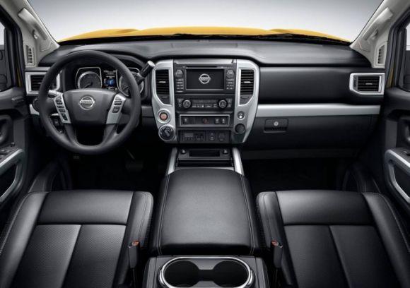 A Titan XD tem uma cabine bastante equipada e confortável (Foto: Divulgação Nissan)
