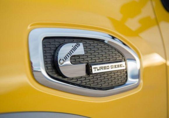 O motor Cummins V8 5.0 turbo diesel rende 310 cv de potência (Foto: Divulgação Nissan)