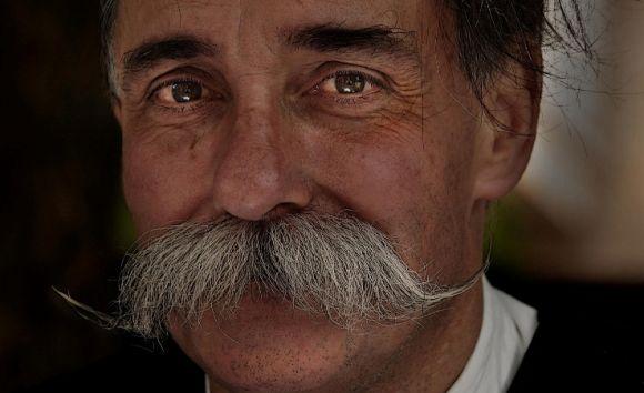 A brincadeira tem o objetivo de arrecadar doações para o movimento Movember, que atua na prevenção ao câncer de próstata (Foto Ilustrativa)