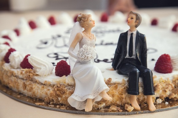 Aposte em noivinhos criativos para decorar o bolo. (Foto Ilustrativa)