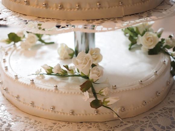 Os bolos com detalhes rendados estão em alta. (Foto Ilustrativa)