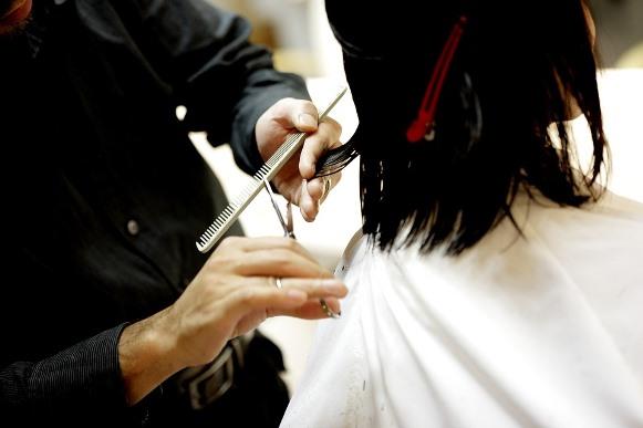 Como cortar seus cabelos em camadas passo a passo. (Foto Ilustrativa)