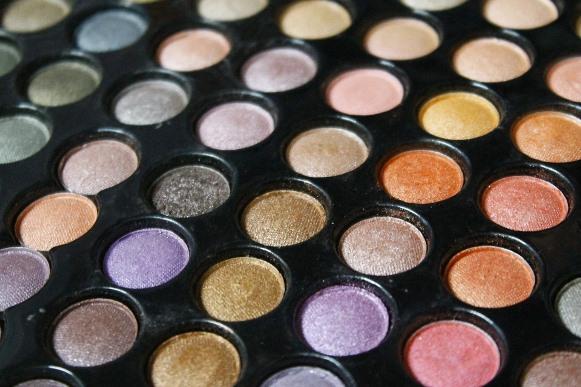 Como realçar a cor dos olhos com sombras. (Foto Ilustrativa)