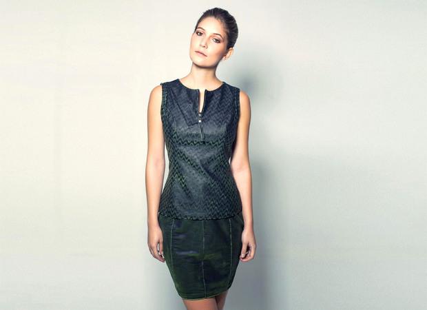 Vestido de textura realça as curvas do corpo (Foto: Divulgação)