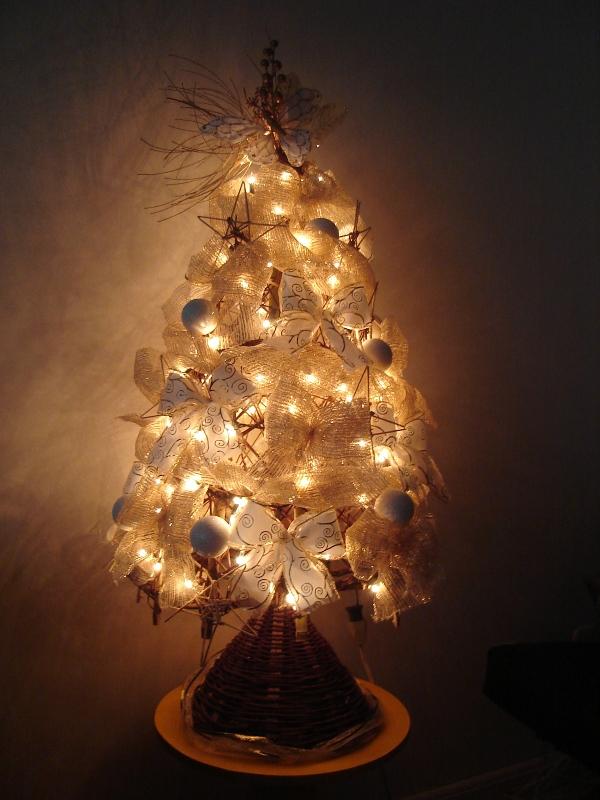 Árvores de Natal com luzes (Foto: Casa Abril)