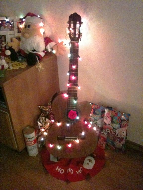 Faça o seu violão Virara um enfeite de Natal (Foto: Casa Abril)