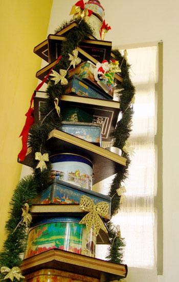 Árvore com livros (Foto: Mdemulher)