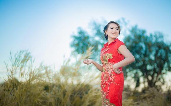 Vestido longo vermelho. (Foto Ilustrativa)