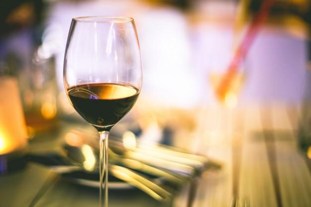 O bom e velho vinho também é bem-vindo (Foto: Divulgação)