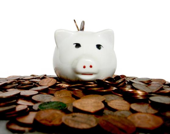É preciso poupar para não faltar dinheiro (Foto: FreePik)