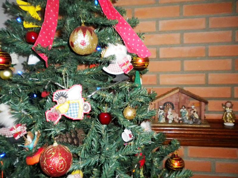 Enfeite a árvore de Natal (Foto: Casa Abril)