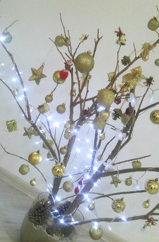 Use galhos secos para que a sua árvore de Natal (Foto: Divulgação)