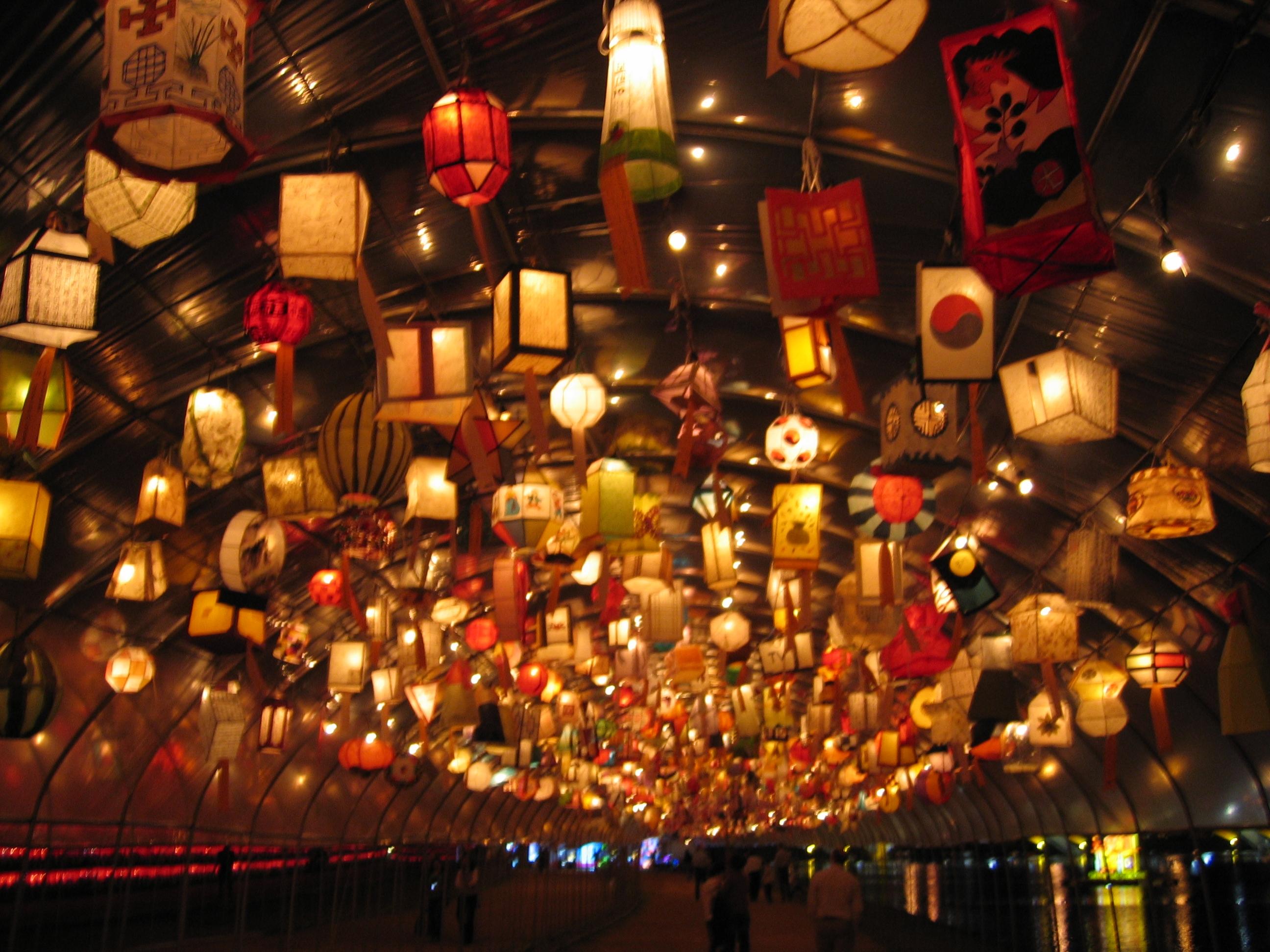 Aposte na luminária de natal para decorar o ambiente (Foto: Divulgação)
