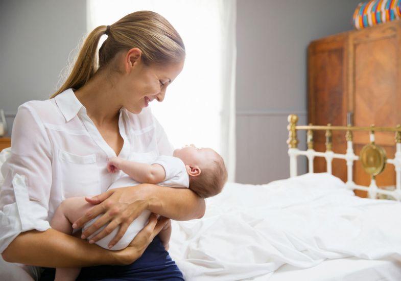 Depois do nascimento, ainda é possível e necessário cuidar do bebê (Foto: Exame/Abril)