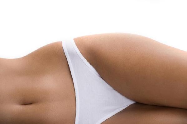 Para ter a pele lisinha sem estrias é preciso mantê-la sempre hidratada. (Foto: MdeMulher)