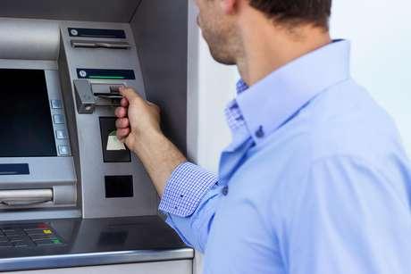 Cuidado ao retirar o dinheiro do banco (Foto: Divulgação)