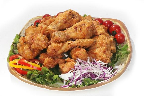 É possível empanar outras partes do frango com farinha de tapioca. (Foto Ilustrativa)
