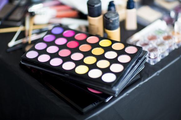 Maquiagem Neon como fazer passo a passo. (Foto Ilustrativa)